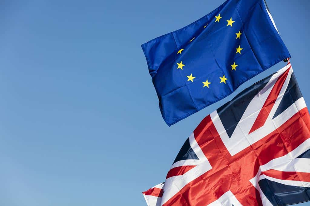 Overseas investors remain wary of EU Referendum-induced exchange rate volatility