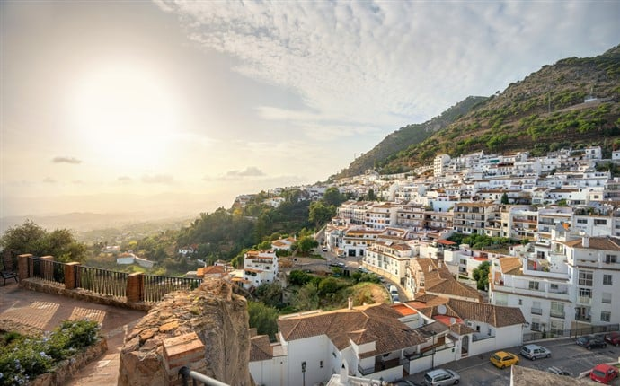 Living on the Costa del Sol of Spain: Expats Abroad